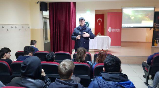 Tarihçi-Yazar Göncüoğlu, Öğrencilerle Bir Araya Geldi